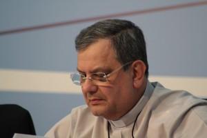 Mons. Jorge Portela Amado, pároco da catedral do Rio de Janeiro, fala sobre conjuntura eclesial à 53.ª Assembléia Geral da CNBB. Foto: CNBB.