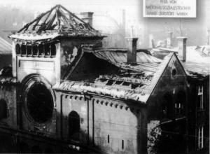 Sinagoga destruída por nazistas em Munique. A violência política foi a marca da ascensão dos nazistas ao poder. (Foto: autor desconhecido. Fonte: Wikimedia)