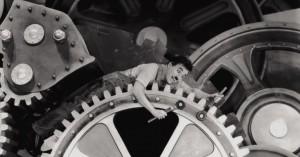 Tempos Modernos, filme de Charlie Chaplin, retrata a precariedade das condições de trabalho modernas.