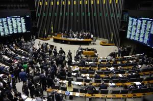 O plenário da Câmara dos Deputados discute PEC da Reforma Política criada pelos próprios deputados (Wilson Dias/Agência Brasil)