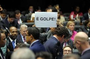 Parlamentar denuncia golpe que levou à aprovação da redução da maioridade penal na Câmara dos Deputados. Foto: Gustavo Lima/Câmara dos Deputados.