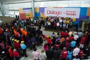 A presidente Dilma Rousseff participa do evento Diálogo com os Movimentos Sociais, no Palácio do Planalto. (Foto: Fabio Rodrigues Pozzebom/Agência Brasil)
