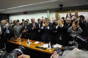 Eduardo Cunha, Romero Jucá, José Sarney e outros peemedebistas comemoram decisão de deixar o governo. Foto: Luis Macedo/Câmara dos Deputados.