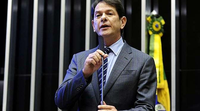 Ministro da educação critica Congresso e pede exoneração