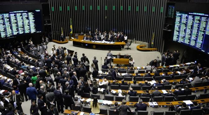 Câmara: Cunha descumpre acordo e consegue aprovação do financiamento empresarial